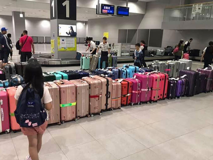21. Baggage arranged by color